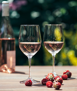THE SHARED ANTI-OXIDANTS:WINE&SKINCARE<span>Discover How the Miracle Molecules From...</span>
